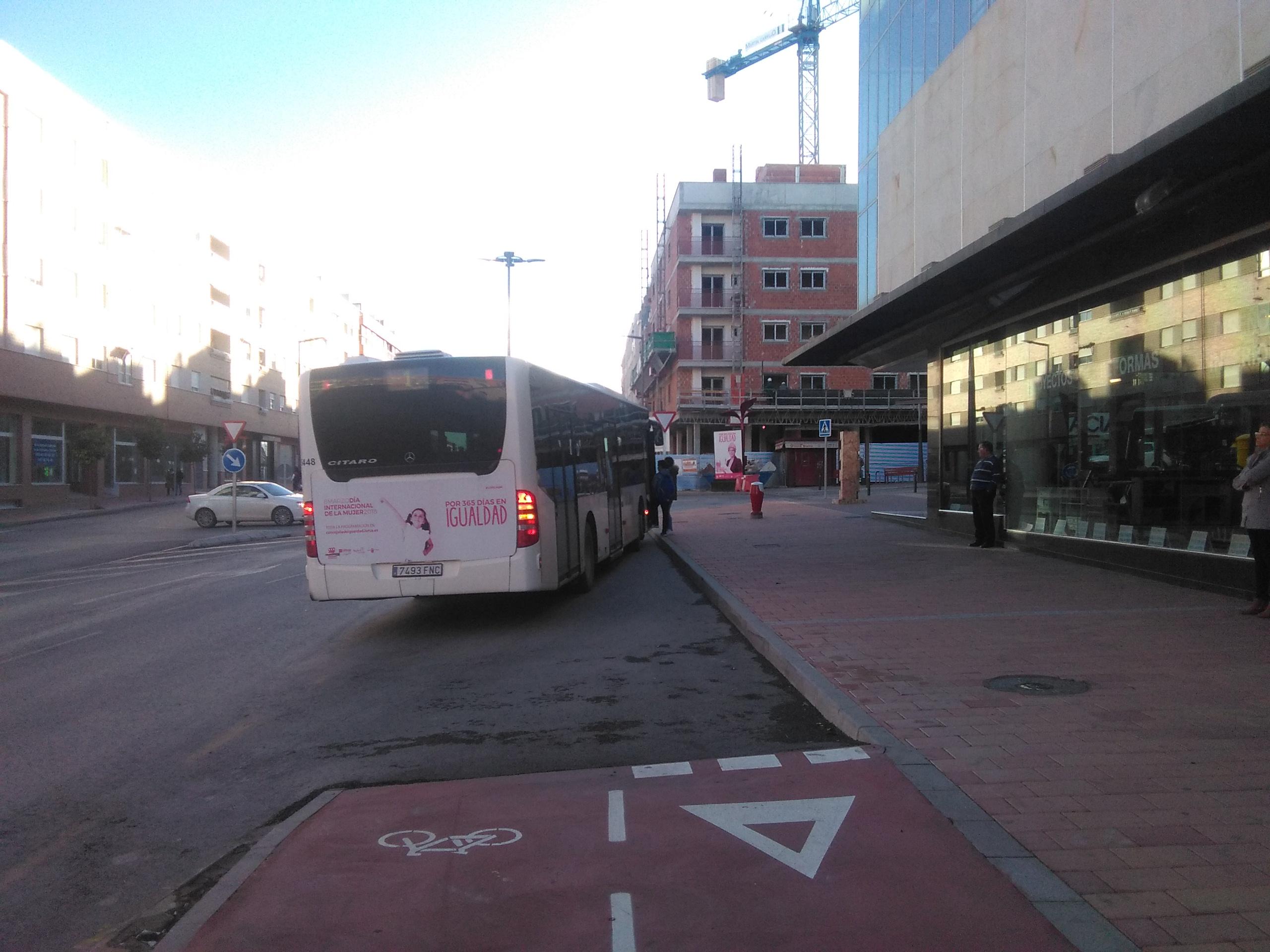 El PSOE denuncia la pasividad e incapacidad del PP para renovar y modernizar el transporte urbano, que lo ha convertido en un servicio fantasma