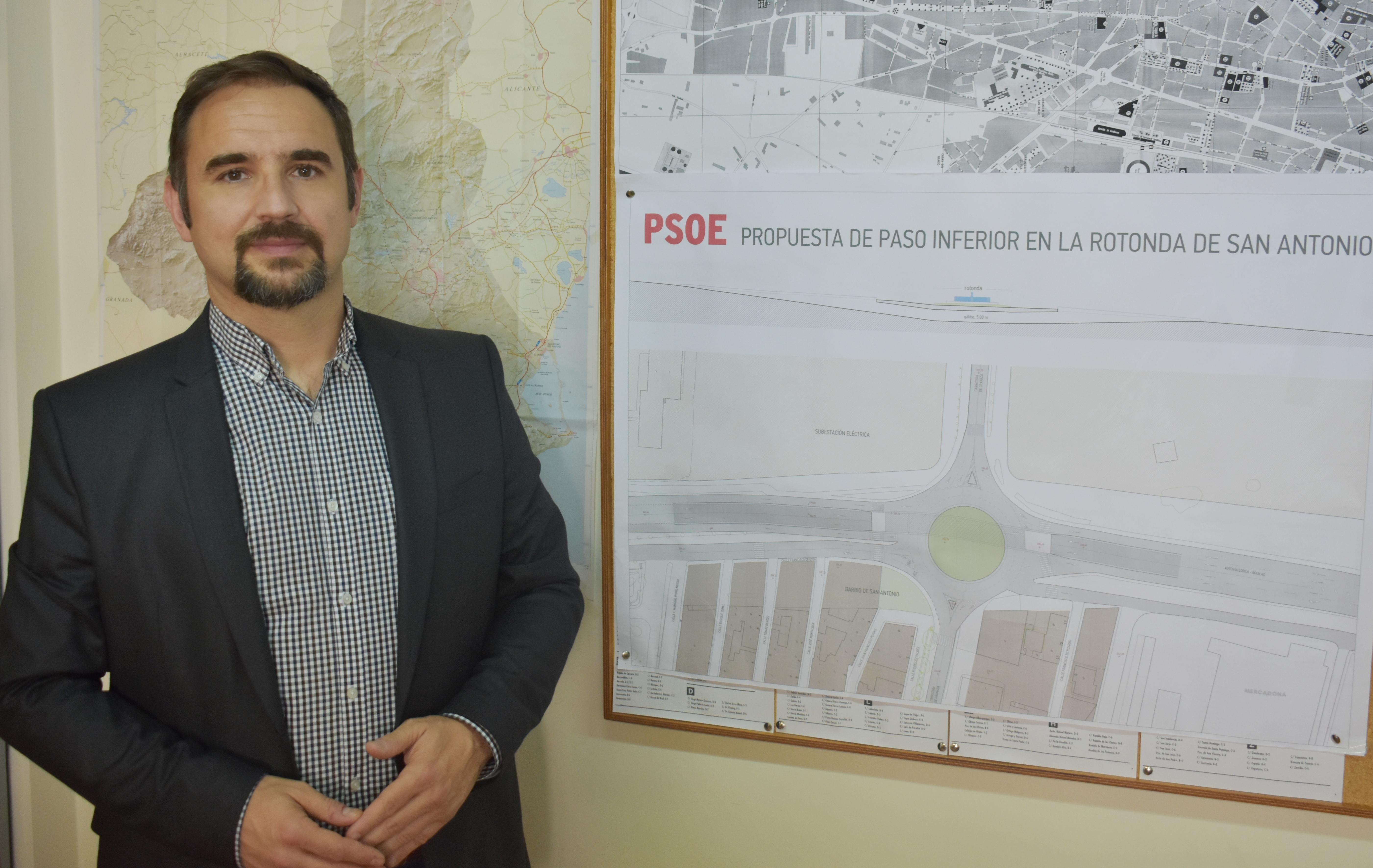 Mateos presenta el proyecto con el que acabar con los colapsos de tráfico que se producen a diario en San Antonio