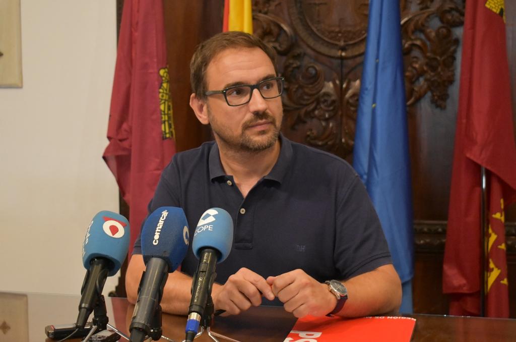 El PSOE exige la apertura inmediata de la plantas cerradas por el PP en Rafael Méndez ante la falta de camas disponibles para ingresos