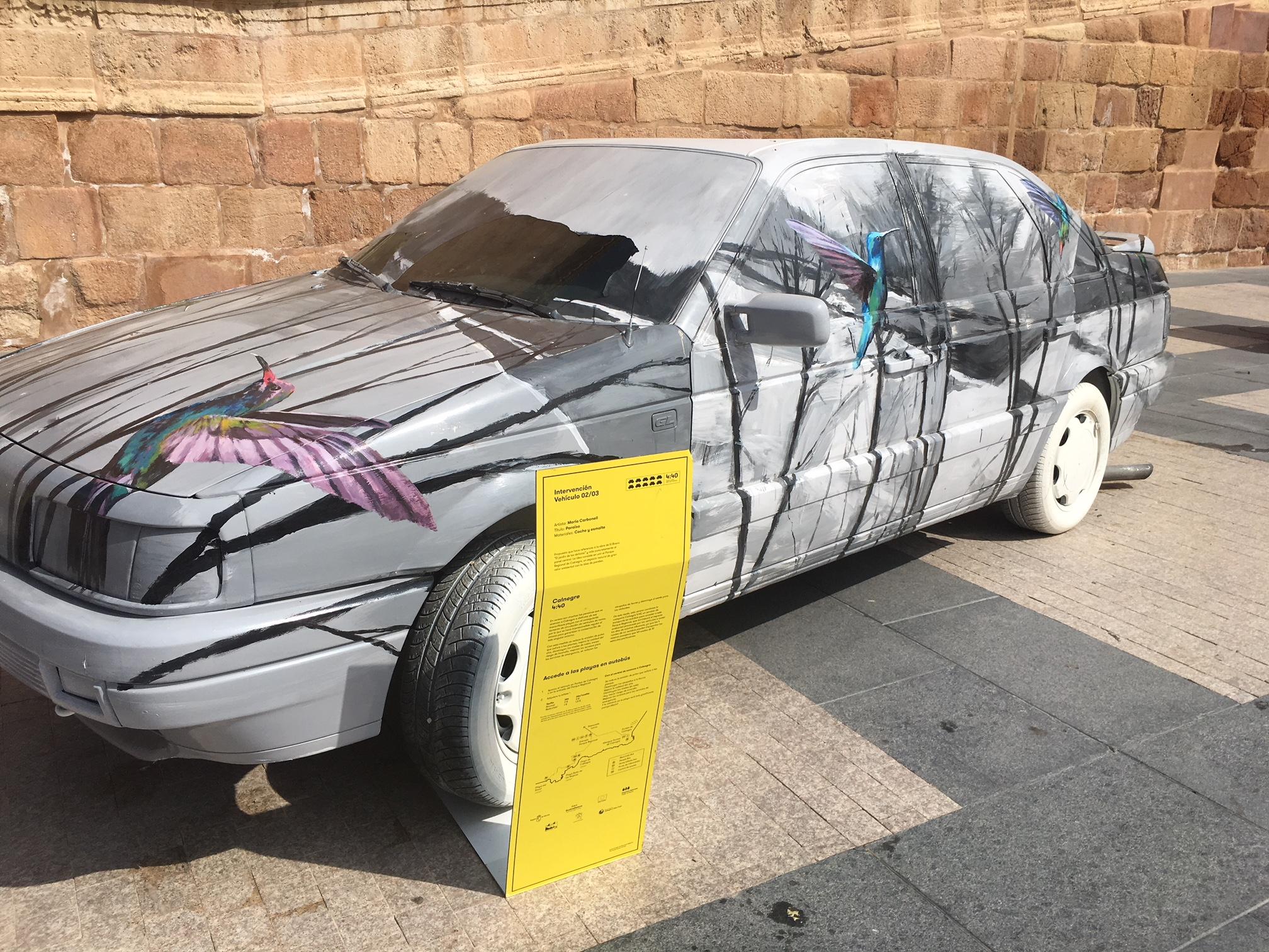 """El PSOE pide la retirada del """"coche publicitario"""" que hay en Plaza de España"""