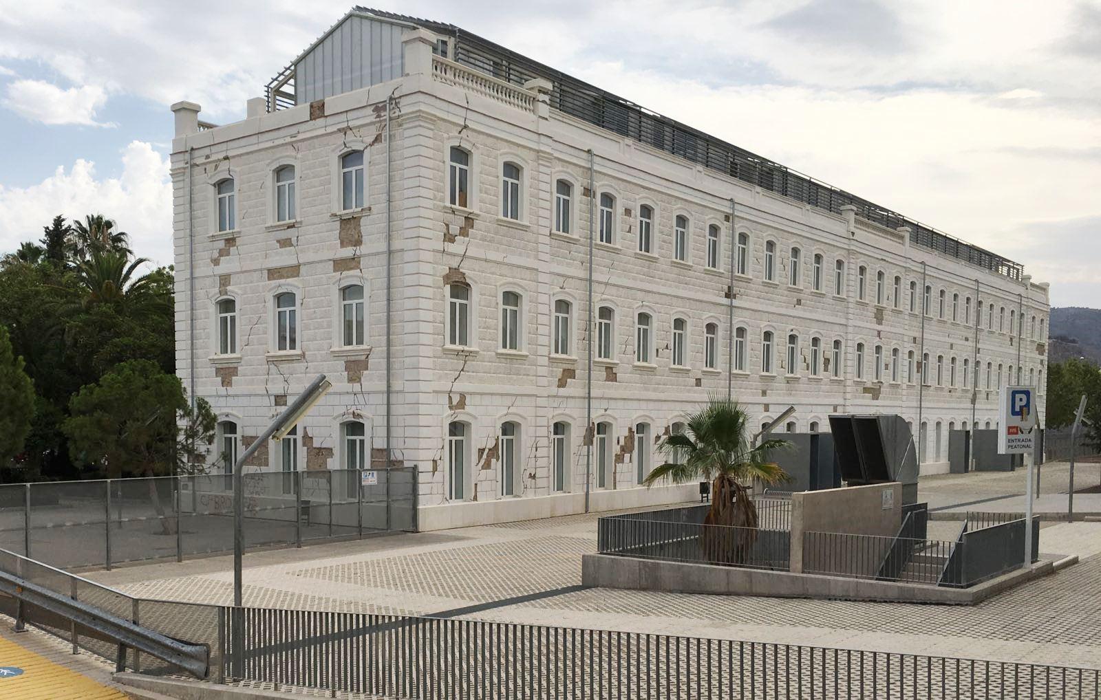 El PSOE vuelve a exigir el arreglo de la fachada del Campus Universitario de Lorca aún dañada por los terremotos de 2011