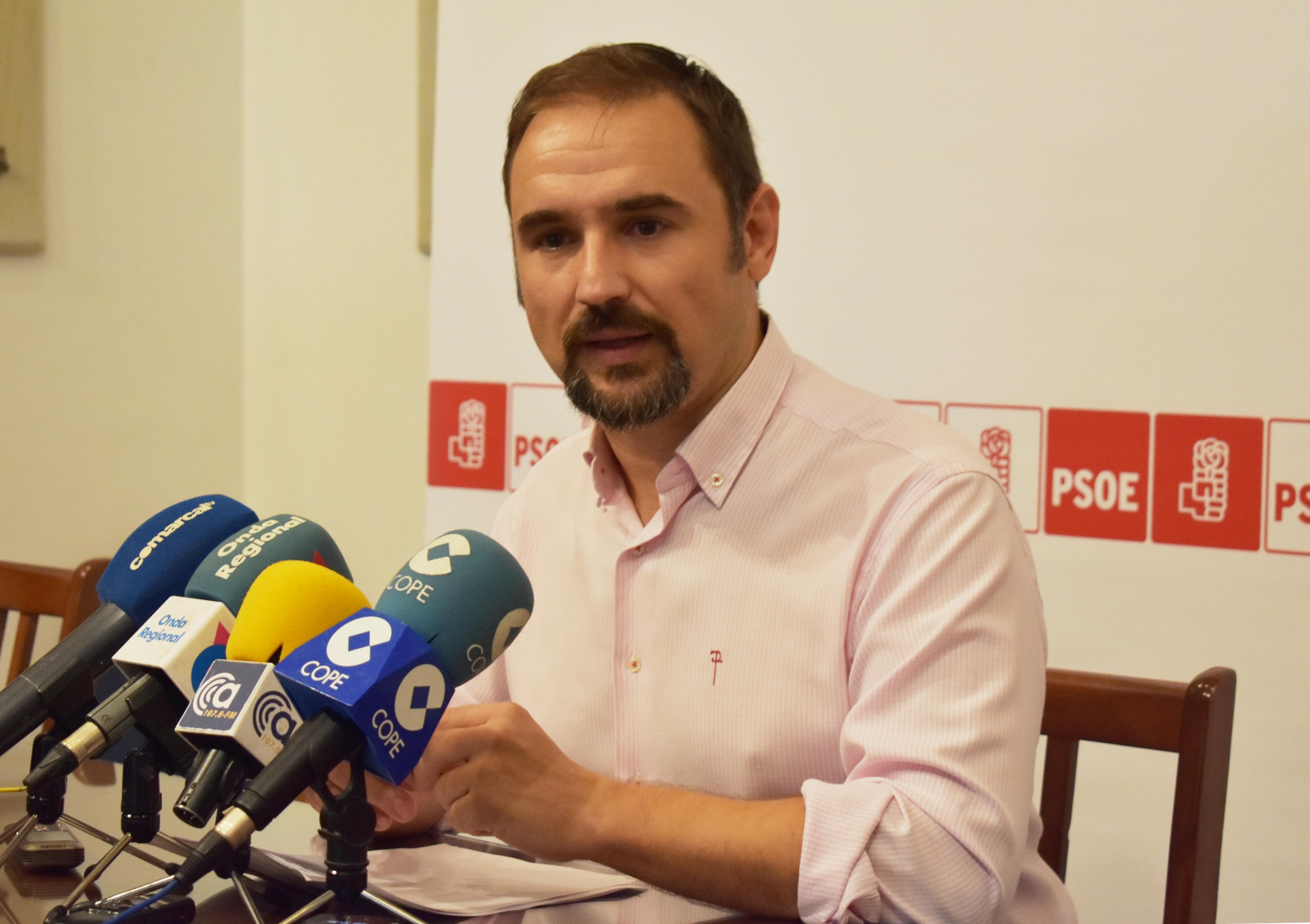 El PSOE propone crear unas bases para regular la concesión de las subvenciones que el Ayuntamiento otorga para la organización de las fiestas populares en barrios y pedanías
