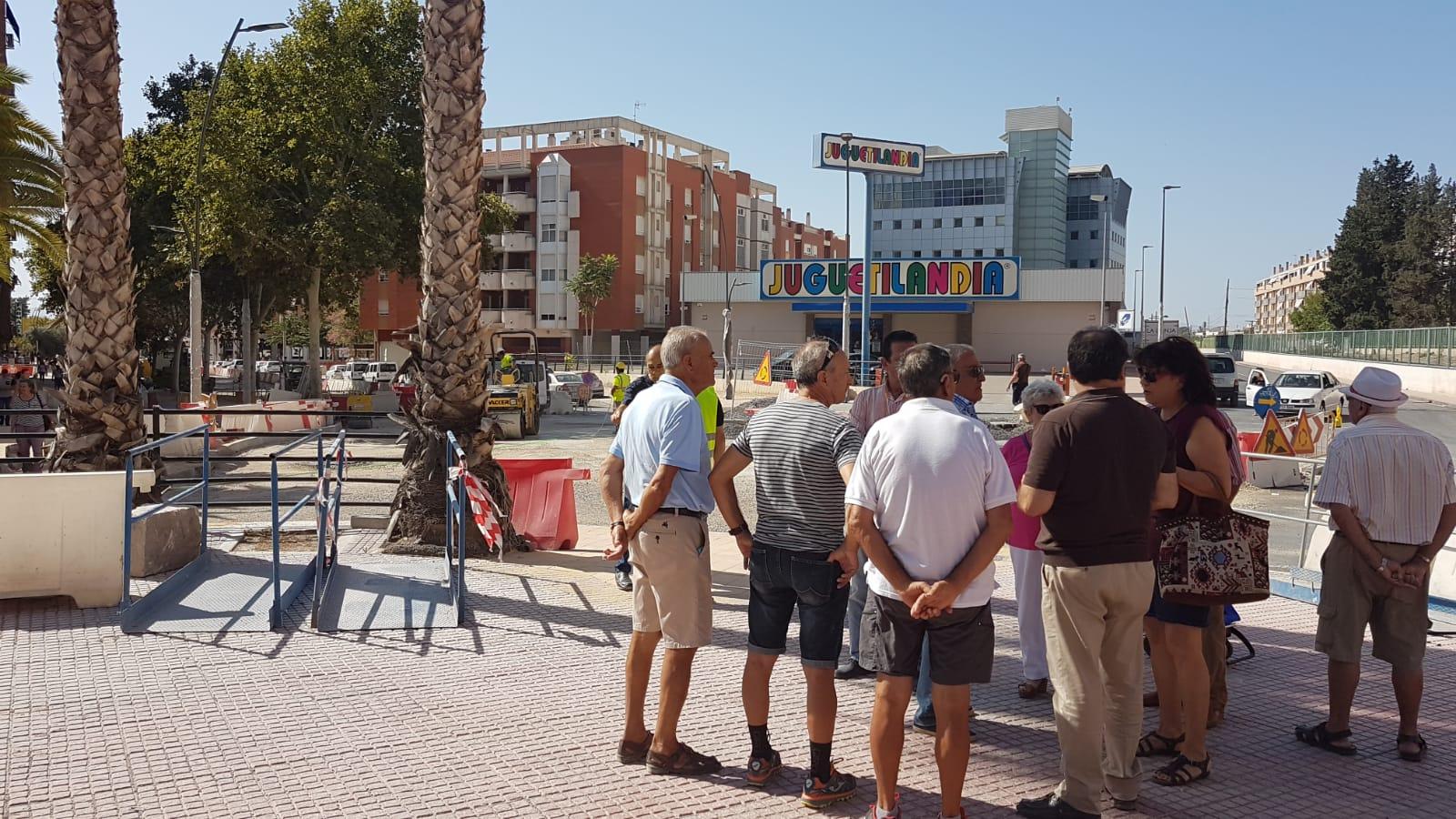 El PSOE exige al Alcalde que dé marcha atrás en su intención de eliminar más de un centenar de plazas de aparcamientos en Alameda de Cervantes