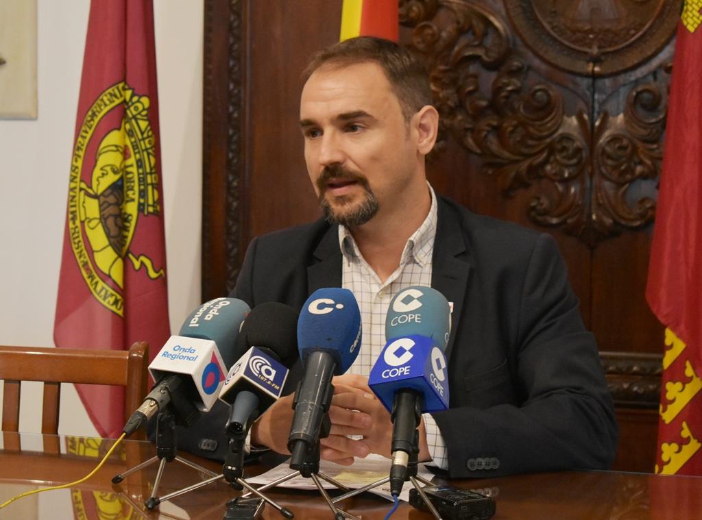 Diego José Mateos pide que los vecinos y comerciantes de San Antonio puedan participar en el diseño del proyecto de regeneración de su barrio