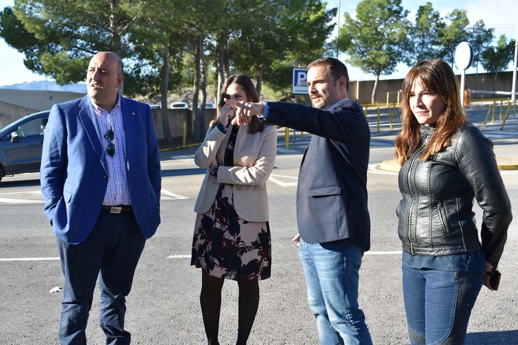 """Diego José Mateos se marca como """"prioridad absoluta"""" la ampliación del aparcamiento público del hospital Rafael Méndez de Lorca"""