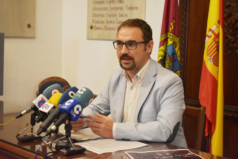 El PSOE exige a la Comunidad Autónoma que deje de reclamar a los afectados la devolución de los intereses de la parte estatal de las ayudas del terremoto