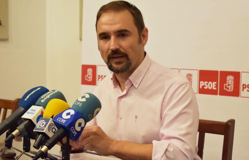 Mateos pide a Gil Jódar y a la gerente del área III de salud que medien para solucionar el conflicto laboral entre las trabajadoras de limpieza del Rafael Méndez y la nueva empresa