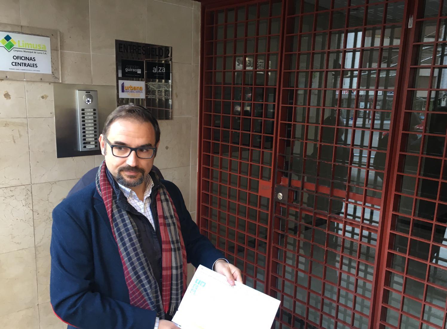 """Mateos se persona en las oficinas de Limusa en busca de explicaciones y comprueba que """"no hay ni rastro de los exámenes, ni de las preguntas ni de las entrevistas de todos los participantes"""""""