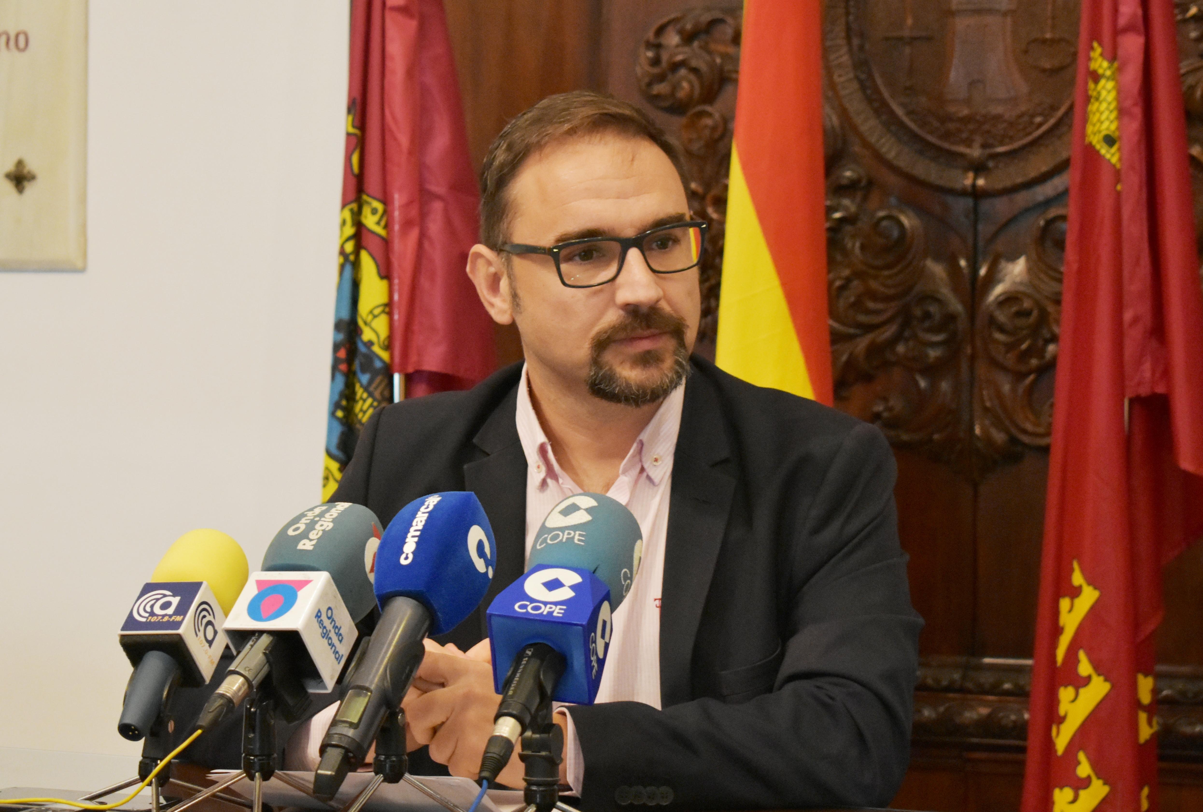 """Diego José Mateos: """"Es un desprecio intolerable que el Gobierno Regional del PP no reconozca a Lorca como destino turístico y niegue a la ciudad del Sol la conexión directa con el aeropuerto internacional"""""""