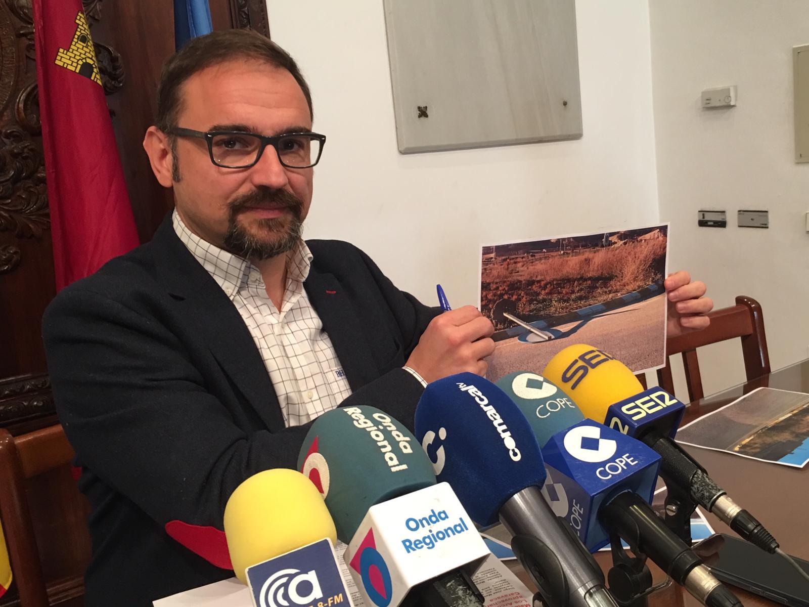 Diego José Mateos vuelve a reclamar la construcción de un paso seguro desde el cruce del Déficit hasta las naves del Paso Encarnado