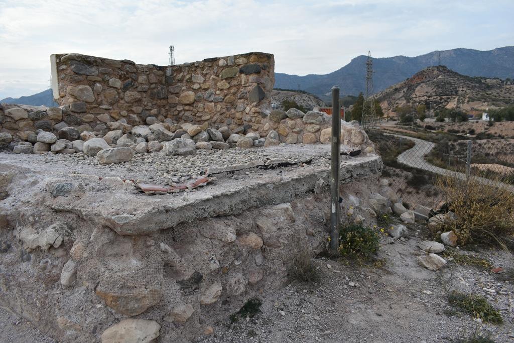 El PSOE lleva al Pleno de Lorca el lamentable estado de conservación de la Torre de Mena, en La Hoya