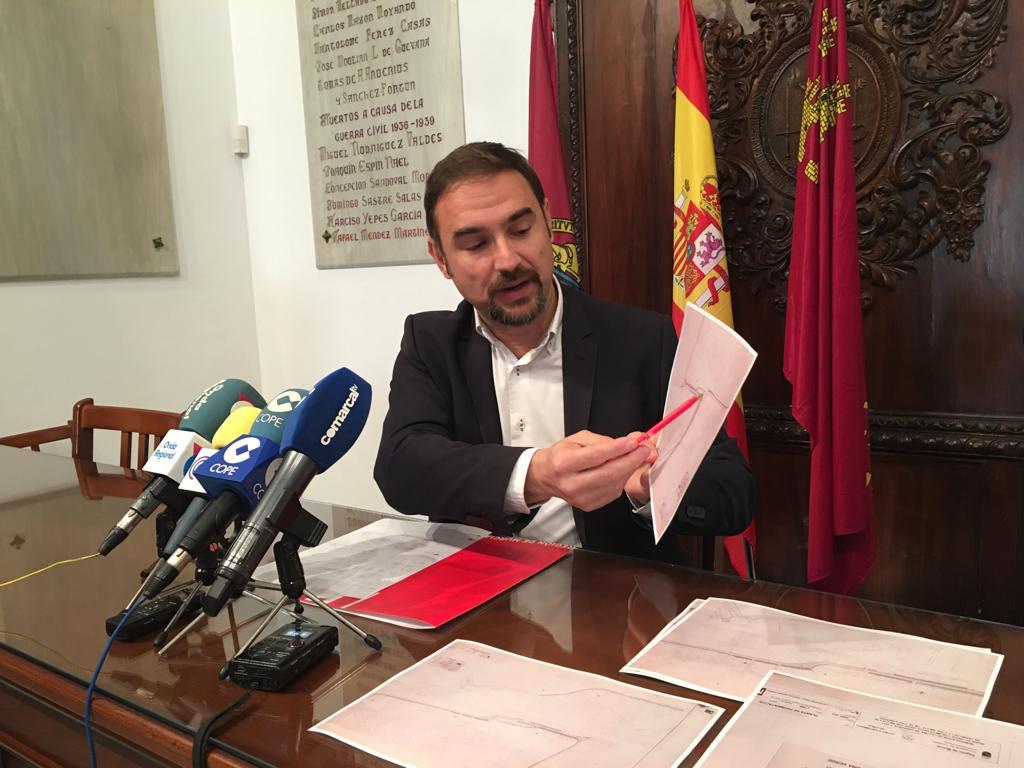 Mateos exige a Gil Jódar que ordene a Murcia suspender la licitación de las obras de Carretera de Caravaca para respetar el proyecto original