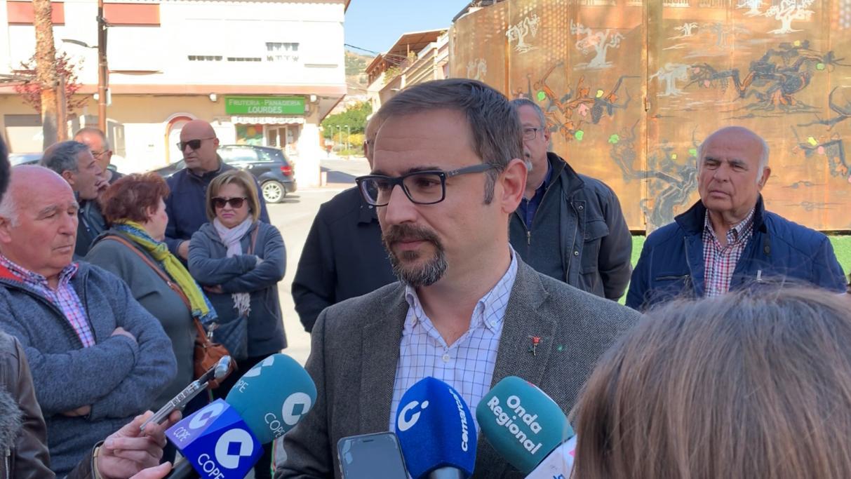 """Mateos: """"Cuando sea Alcalde soterraremos los transformadores de la plaza de los Oficios de La Viña, el monumento a la inoperancia del Partido Popular"""""""