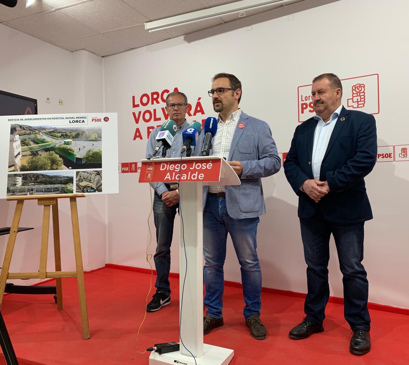 """Diego José Mateos: """"Vamos a impulsar la ampliación del aparcamiento público en el hospital Rafael Méndez para solucionar el grave problema de aparcamiento que sufrimos los lorquinos"""""""