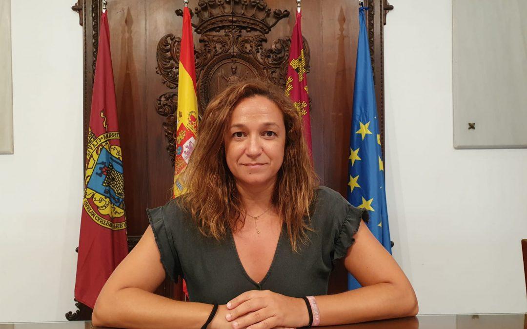 """Isabel Casalduero: """"no vamos a abandonar a los vecinos del Camino Viejo del Puerto, como sí hizo el PP, nosotros nos comprometimos con ellos, vamos a hacer justicia y buscar los fondos necesarios para que esta zona deje de ser una de las más discriminada de Lorca"""""""